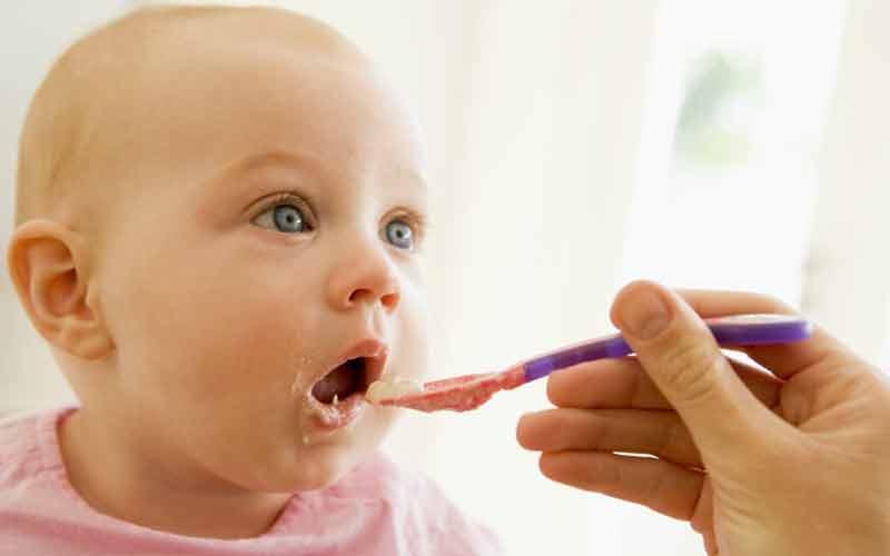 شیر خوردن کودک